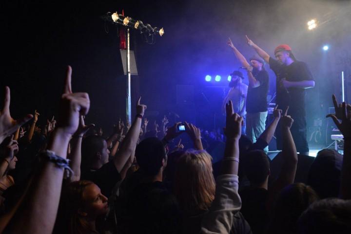 rebeldiaz_stage