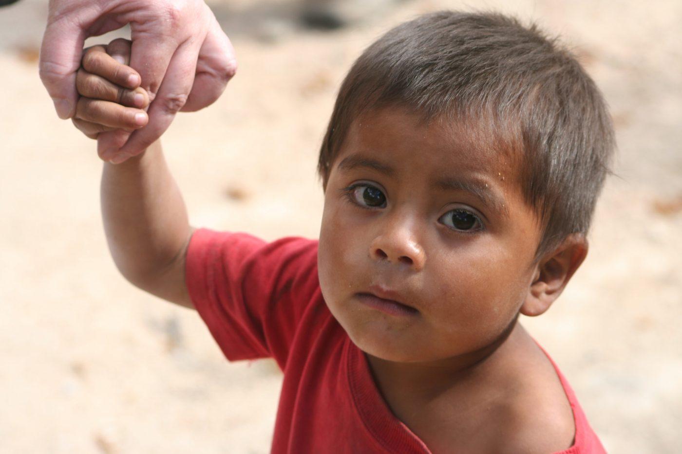 Lenca boy in Honduras. The Lenca are one of the indigenous peoples fighting against corporate land seizures in Honduras (Honduras2012 ChurchBuild/Flickr)