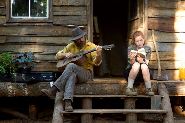 CF_00476_R (l to r) Viggo Mortensen stars as Ben and Annalise Basso as Vespyr in CAPTAIN FANTASTIC, a Bleecker Street release. Credit: Wilson Webb / Bleecker Street