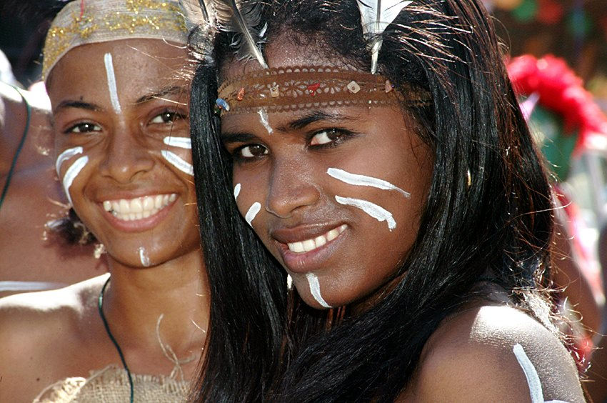 Dominican girls dressed up as Taínos (Global Panorama/Flickr)