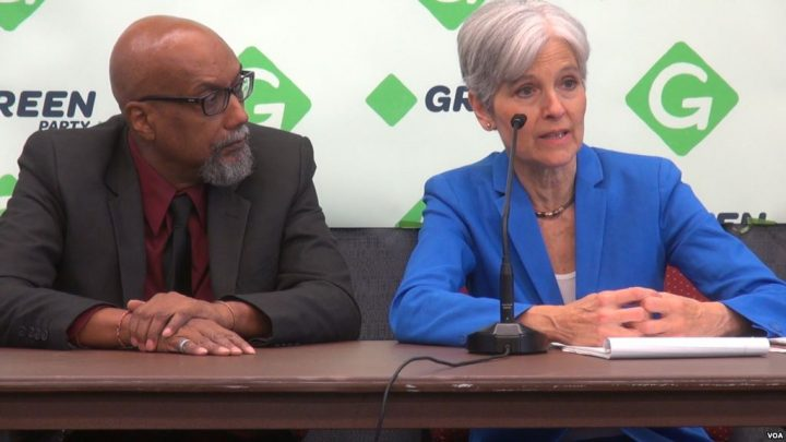Jill Stein and her running mate, Ajamu Baraka, at the 2016 Green Party National Convention (G. Flakus/VOA)
